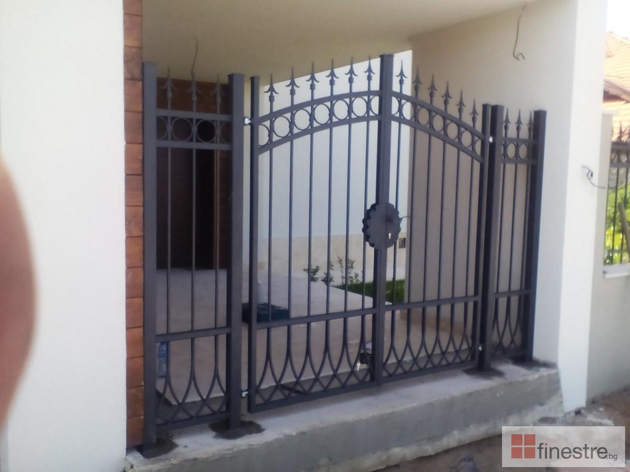 Метална ограда с портал за къща в гр. Монтана 0