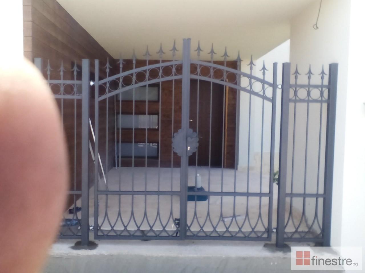 Метална ограда с портал за къща в гр. Монтана 1