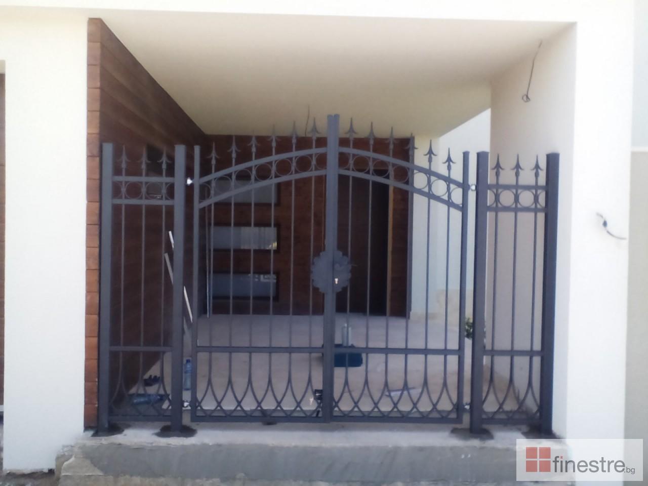 Метална ограда с портал за къща в гр. Монтана 2