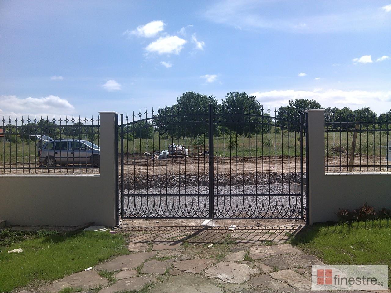 Метална ограда с портал за къща в гр. Монтана 3