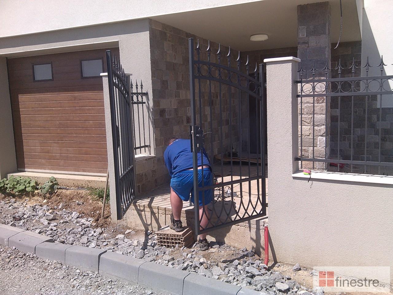Метална ограда с портал за къща в гр. Монтана 4