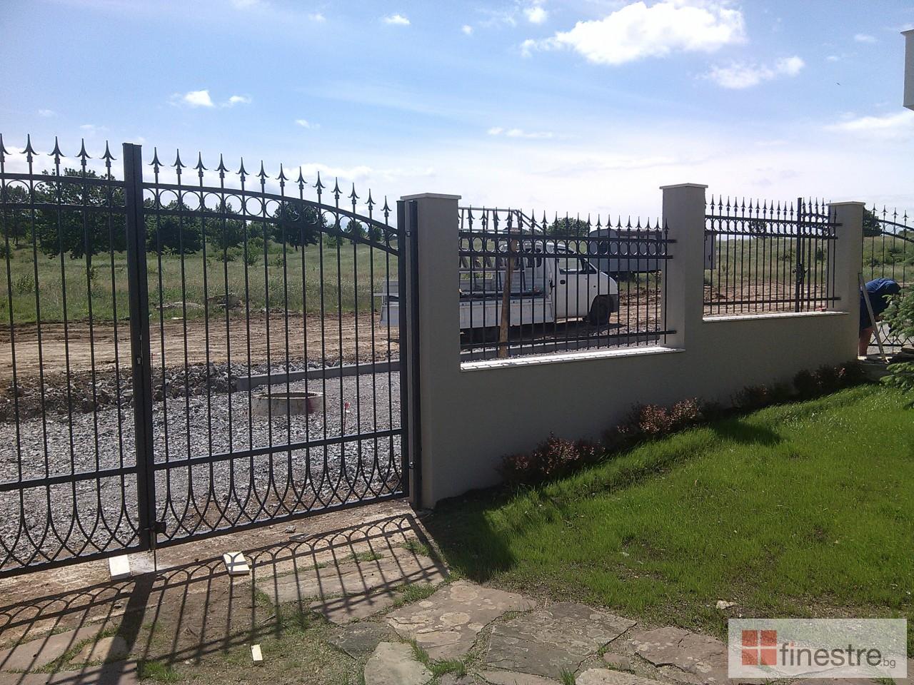 Метална ограда с портал за къща в гр. Монтана 6