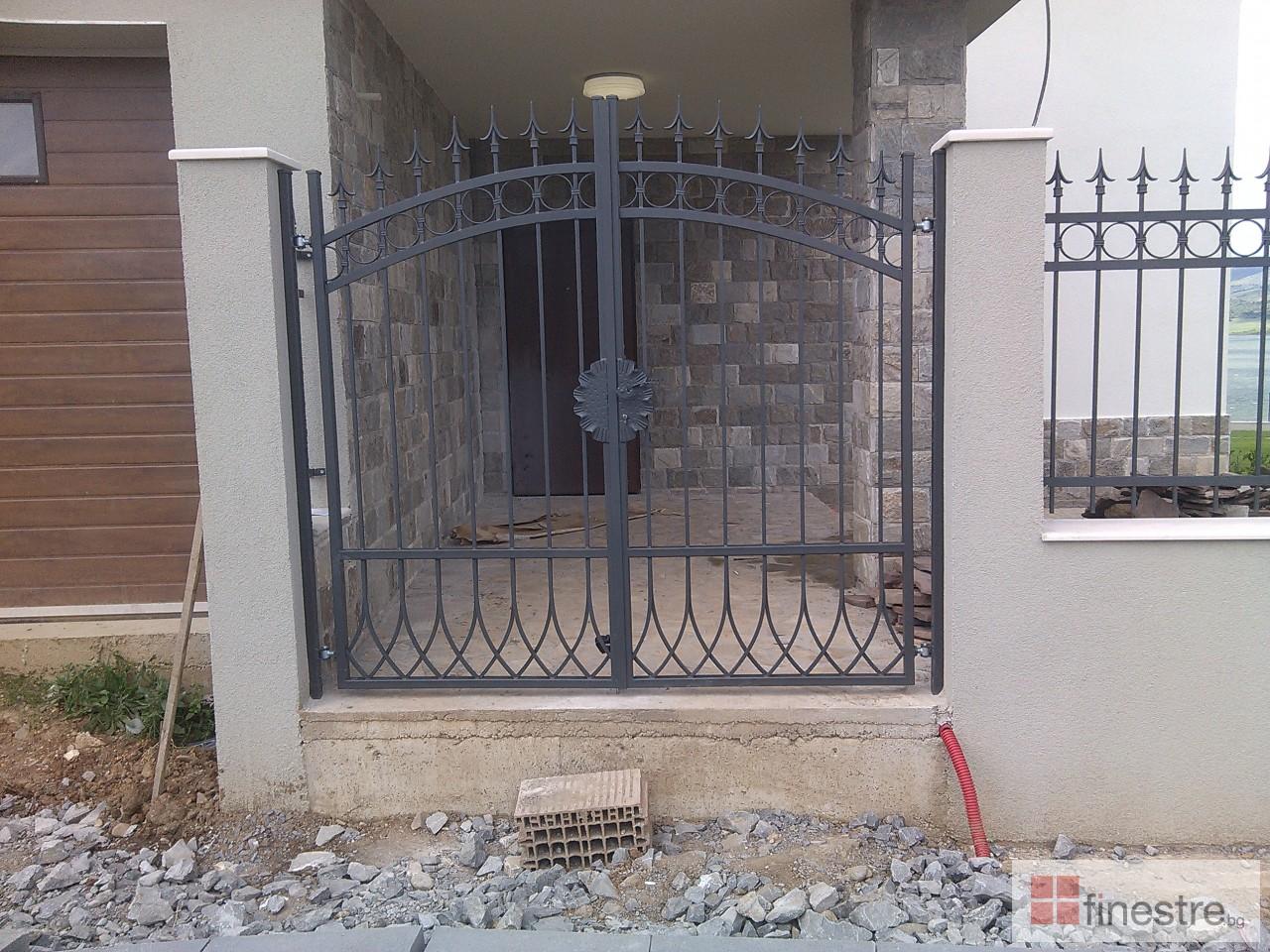 Метална ограда с портал за къща в гр. Монтана 7