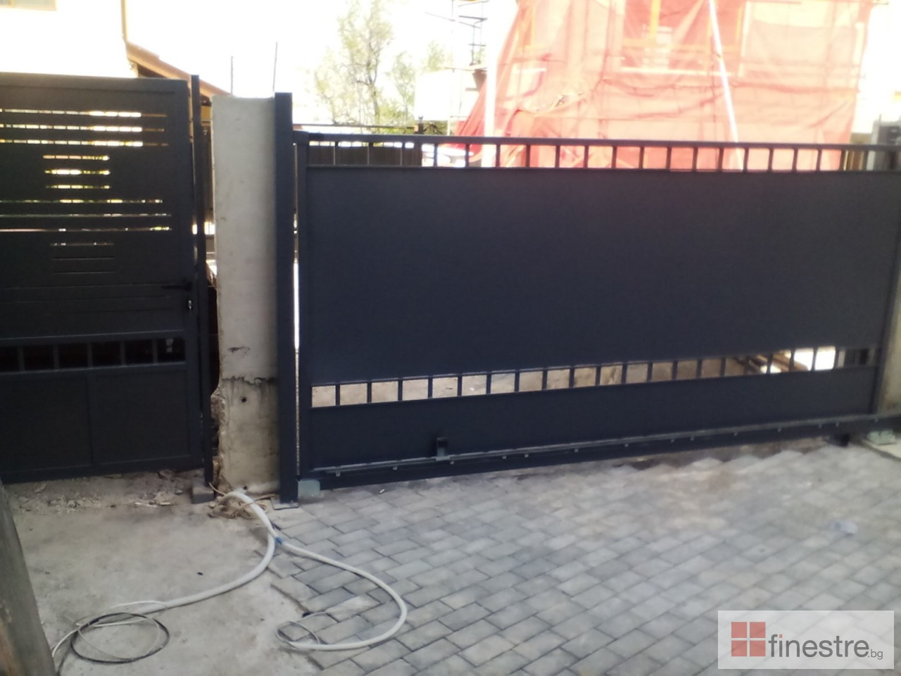 Еталбонд  ,ком.метална ограда с еталбонд, конзолна врата и алуминиев парапет 6