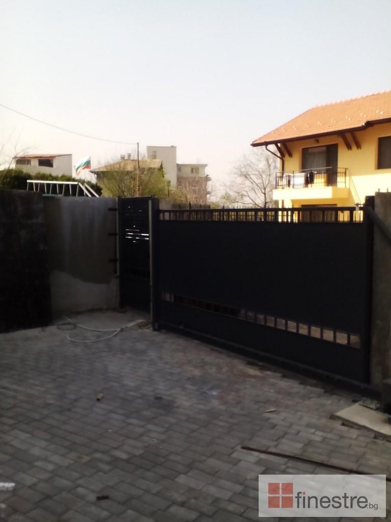Еталбонд  ,ком.метална ограда с еталбонд, конзолна врата и алуминиев парапет 9