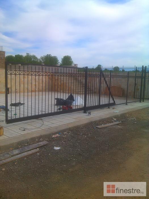 Метална ограда с портал за Вила в град Монтана